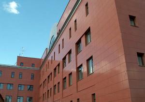 Облицовка фасада композитными панелями и керамогранитом.